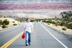 Jugendlicher aus Gas heraus Lizenzfreies Stockfoto