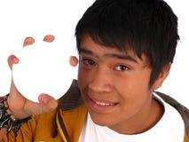 Jugendlicher, der das Plakat anhält Stockfotografie