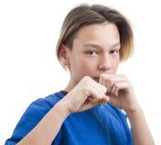 Jugendlicher, der Gesichter auf wei?er Hintergrundnahaufnahme macht lizenzfreie stockfotos