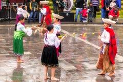 Jugendlicher, der Inti Raymi Pageant feiert Stockbild