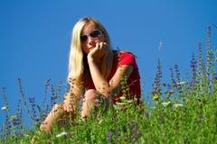 Jugendlicher in der Landschaft Stockfotos