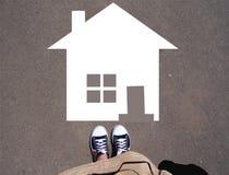 Jugendlicher, der nach Hause geht Stockbilder