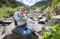Jugendlicher, der Natur genießt Stockfoto