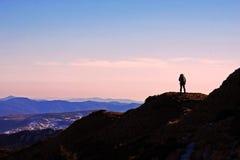Jugendlicher, der sich vorbereitet, zu reisen die Welt stockfoto