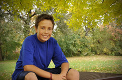 Jugendlicher im Herbst Lizenzfreies Stockfoto