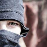 Jugendlicher im Kopfschutz Stockfotos