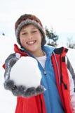 Jugendlicher Junge auf Winter-Ferien Stockfotos