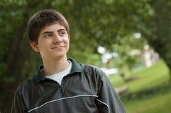 Jugendlicher Junge, der weg schaut Lizenzfreies Stockfoto