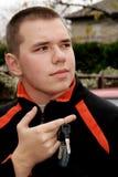 Jugendlicher mit Autotasten Lizenzfreies Stockfoto