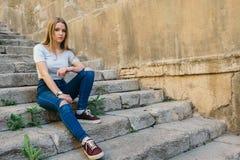 Jugendlicher mit Charakter in Girona, Spanien lizenzfreie stockbilder