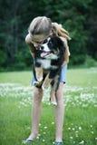 Jugendlicher mit Haustierhund Stockbilder