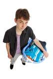 Jugendlicher mit Korb von Kleidung lizenzfreie stockfotos