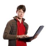 Jugendlicher mit Laptop Lizenzfreies Stockfoto