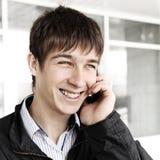 Jugendlicher mit Mobiltelefon Lizenzfreie Stockfotos