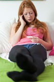 Jugendlicher sprechen über Schwangerschaft Lizenzfreies Stockfoto