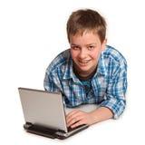 Jugendlicher und Laptop Stockfotografie