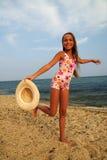 Jugendliches Mädchen auf Seestrand Lizenzfreie Stockbilder