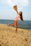 Jugendliches Mädchen auf Seestrand Lizenzfreies Stockfoto