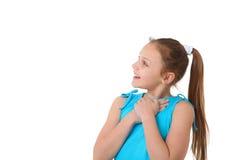 Jugendliches Mädchen, das den Kopienraum betrachtet Lizenzfreie Stockfotografie
