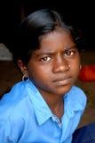 Jugendliches Mädchen in landwirtschaftlichem Indien Stockfotografie
