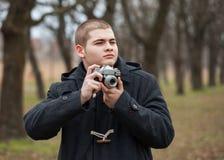 Jugendlichjunge fotografiert Stockbilder