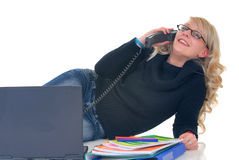 Jugendlichkursteilnehmer am Telefon Stockfotografie