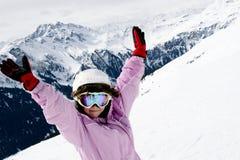 Jugendlichmädchen auf Skiferien Lizenzfreie Stockfotografie