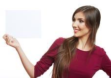 Jugendlichmädchengriff-Weißleeres papier Lizenzfreies Stockfoto