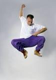 Jugendlichtanzen breakdance im Sprung Stockfoto