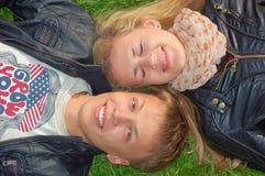 Jugendpaare, die Spaß haben Lizenzfreie Stockfotografie