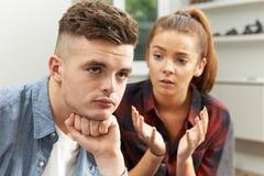 Jugendpaare, die Verhältnis-Schwierigkeiten haben Stockfotos