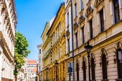 Jugendstilbyggnader i den gamla staden av Budapest - Ungern royaltyfri bild