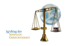 Jugez l'équilibre devant un globe brouillé du monde sur le blanc, allemand Photos stock