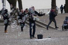 Juggler с пузырями мыла Стоковая Фотография RF