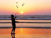 Juggler do por do sol Imagens de Stock Royalty Free