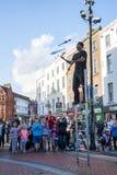 Juglar que se realiza en Grafton Street Fotos de archivo libres de regalías
