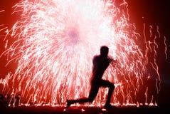 Juglar y chispas del fuego Foto de archivo libre de regalías