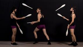 Juglares del circo durante su funcionamiento de los bastones Imagen de archivo libre de regalías