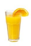 Jugo colorido anaranjado en el vidrio aislado en blanco Fotos de archivo