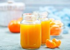 Jugo de las mandarinas Imagenes de archivo