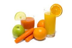 Jugo de las verduras frescas con la manzana y la naranja de la zanahoria Fotografía de archivo