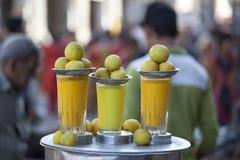 Jugo de limón de Jamnagar, la India Fotos de archivo libres de regalías