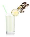 Jugo de limón delicioso con la mariposa foto de archivo libre de regalías