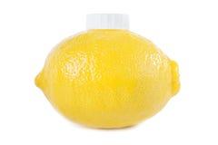 Jugo de limón fresco en el embalaje original Imágenes de archivo libres de regalías