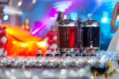 Jugo de los tarros de cristal, zumo de fruta, zumo de naranja, abastecimiento, glasse Foto de archivo