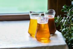 Jugo de los tarros de cristal, zumo de fruta, zumo de naranja, abastecimiento, glasse Imagen de archivo