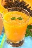 Jugo de papaya Imagenes de archivo