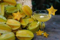 Jugo de Starfruits y de Starfruit Fotografía de archivo