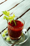 Jugo de tomate con apio imagen de archivo libre de regalías