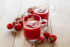 Jugo de tomate en vidrios Imagen de archivo libre de regalías